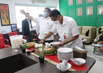 Syukuran Dalam Rangka Kemenangan Organisasi Mahasiswa Unit Peradilan Semu (UPS) Fakultas Hukum UPN Veteran Jakarta sebagai Juara 3 National Moot Court Competition Anti Money Loundring VI Tahun 2021 (14)