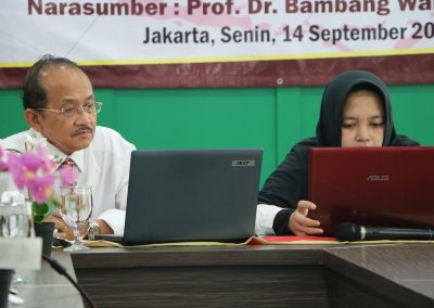 "Kuliah Umum ""Memahami Sistem Hukum Di Indonesia"" Narasumber Prof. Dr. Bambang Waluyo, SH, MH. – Senin, 14 September 2020 (5)"