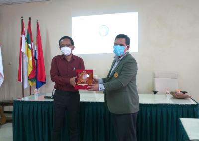 Fakultas Hukum mengadakan Studi Banding ke Fakultas Hukum Universitas Brawijaya dalam rangka pembukaan Program Studi Doktor (S3) Ilmu Hukum sekaligus mengadakan MoU.