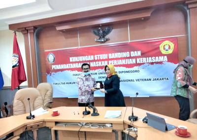 Fakultas Hukum mengadakan Studi Banding ke Fakultas Hukum Universitas Diponegoro dalam rangka pembukaan Program Studi Doktor (S3) Ilmu Hukum sekaligus mengadakan MoU. (2)