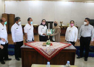 Fakultas Hukum UPN Veteran Jakarta andil dalam bagian penjajakan kerja sama kajian hukum dan rancangan peraturan daerah Indramayu (25)